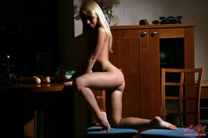 teen blonde nude